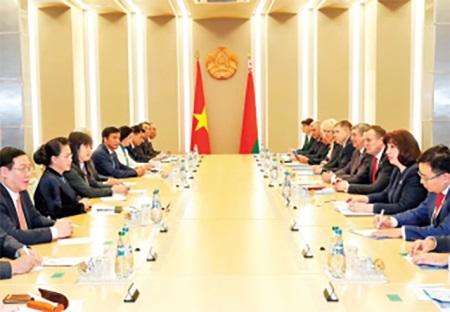 Chủ tịch Quốc hội Nguyễn Thị Kim Ngân hội đàm với Chủ tịch Thượng viện Cộng hòa Bê-la-rút N.Cô-cha-nô-va