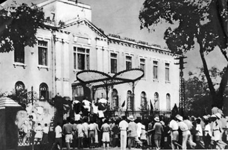 Đảng và Bác Hồ trong Cách mạng Tháng Tám