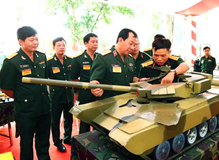 Xây dựng Binh chủng Tăng thiết giáp ngang tầm nhiệm vụ