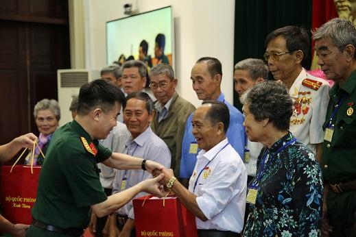 Tổng cục Chính trị gặp mặt Đoàn đại biểu Người có công với cách mạng tỉnh Hậu Giang