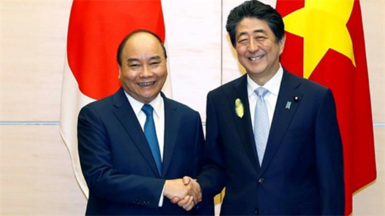 越南政府总理阮春福与日本首相安倍晋三举行会谈