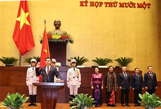 越南国会主席王廷惠宣誓就职